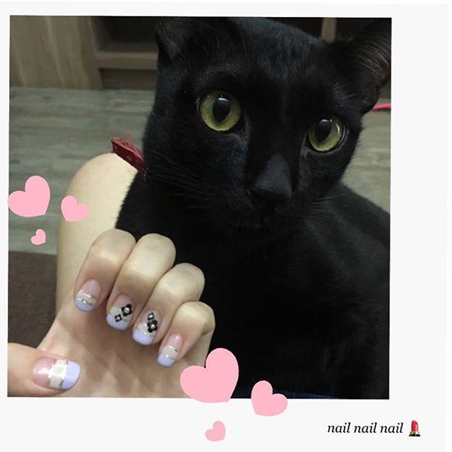 . そういえばだいぶ前に#nail しました💄💕 #ジェルネイル 思ったのと違うけど かわいかったのでよしよし💕 値段はまさかの650バーツ! 日本円で2000円行かないくらい、お安い💅💕 . #thai#thailand#jelnail#art#love#cat#cute #タイ#ネイル#プラカノン#可愛い#ネコ#猫#愛猫#黒猫 #なぜだろう #ねこメイン #かわよい