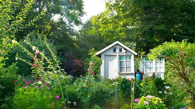 Schrebergarten Mit Gartenlaube Schrebergarten Gartengestaltung Garten
