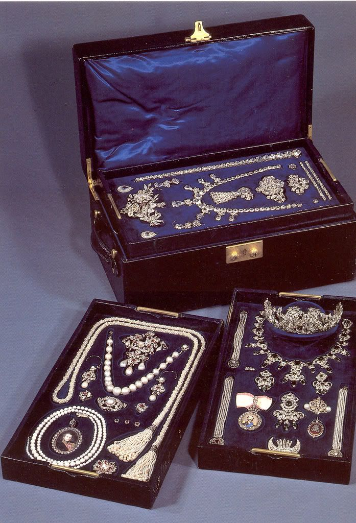 Danish royal jewels, Im sure Queen E must have vaults of goodies~ I would love to have a travel case full of this!