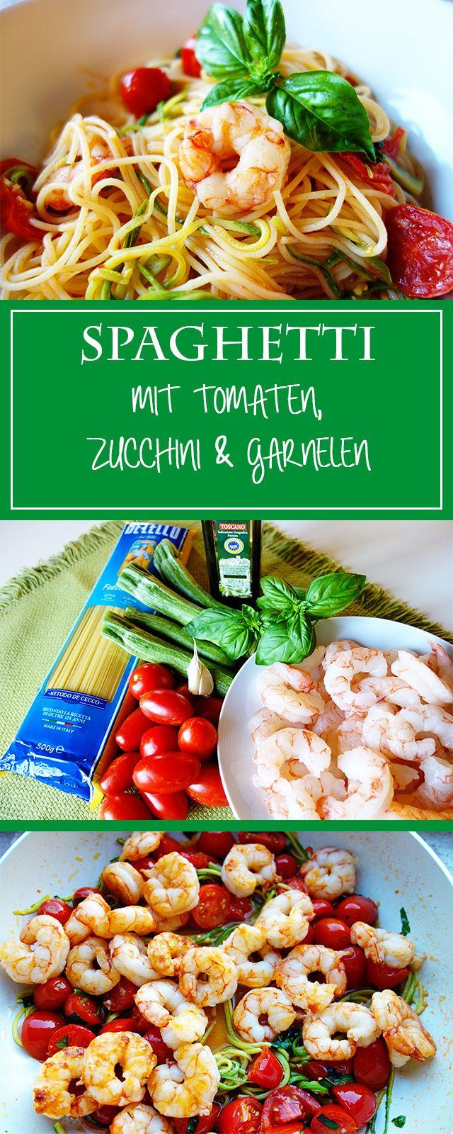 Zucchini-Tomaten-Pasta mit Garnelen - ein leichtes, gesundes & schnelles Pastarezept für den Sommer! Sooo herzhaft & gemüsig  | cucina-con-amore.de