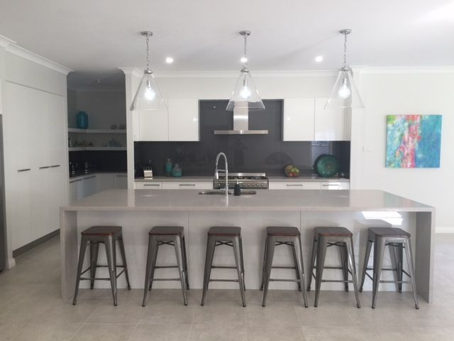 One of our customers, Julie, has shared a photo of the Gourmet Kitchen in her Bronte Farmhouse Grande Manor. Her home is styled with a neutral backdrop and splashes of peacock blue and citrine yellow. For details on this design see http://mcdonaldjoneshomes.com.au/home-designs/new-south-wales-and-queensland/bronte/floorplans. #kitchen #gourmetkitchen #pendantlight #art #stools #watercolour #colour #neutral #neutralbackdrop #citrine #peacock #blue #yellow #acreage #farmhouse #bronte #design