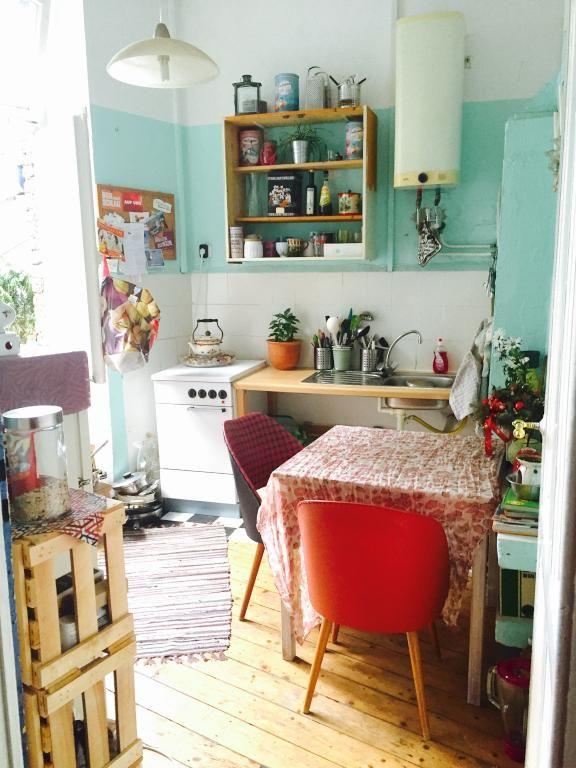 Alternativer Altbau in Köln mit eigener Dachterrasse - Wohnen in der Villa Kunterbunt! #WohnungKöln #WohneninKöln #Küche