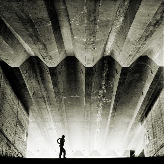 Sydney Opera House under construction, photo by Max Dupain, 1962 Architecte : Jorn Utzon