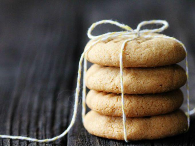 Ingredientes 1 taza de mantequilla de maní (crujiente o cremosa) 1 taza de azúcar blanca 1 huevo  Preparación