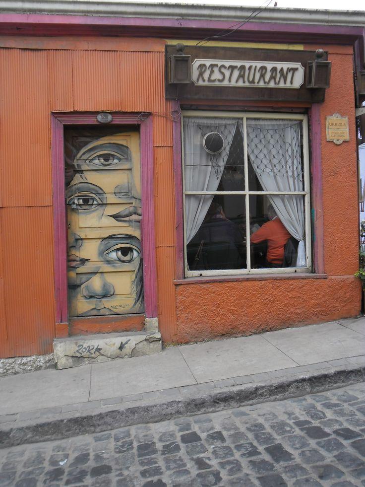 Puerta en calle Urriola en Valparaíso