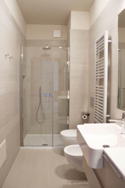 Villa Urbana: Bagno in stile in stile Moderno di DCA Studio - Davide Carelli Architetto