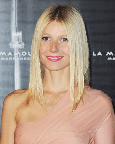 Gwyneth Paltrow ist die wohl berühmteste Schönheit mit offensichtlich sehr dünnen Haaren. Ihr gerader, schulterlanger Schnitt mit Mittelscheitel kaschiert die dünnen Haare mit bewusst nicht. Ihr Trumpf ist der absolute Glanz und die Gepflegtheit ihrer Haare!Wie gesund ist mein Haar? Macht den Test!