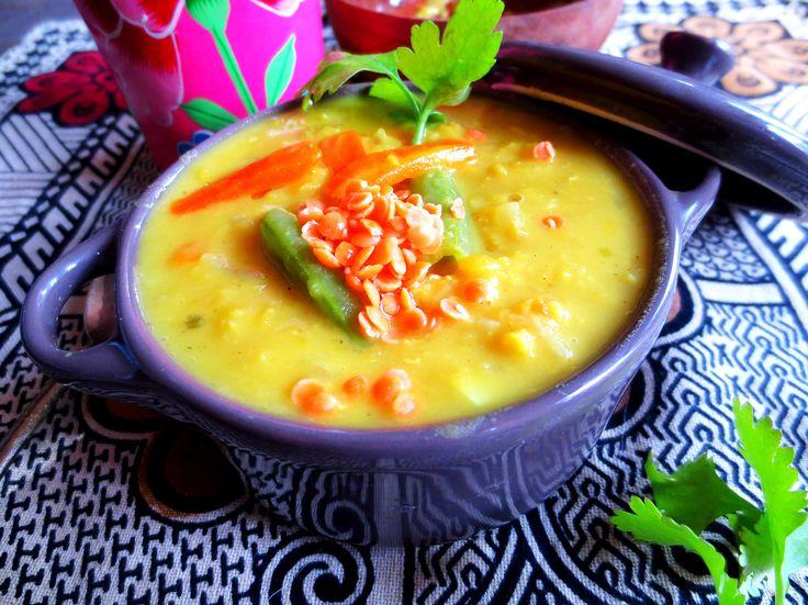 Soupe de Lentilles Corail & Légumes au Lait de Coco