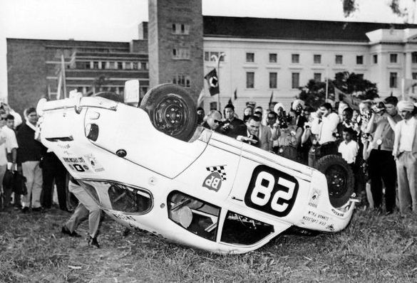 Eric Carlsson shows how to get a Saab out of a mudhole, by rolling it over on the roof. Picture outside the city hall in Nairobi 1964.
