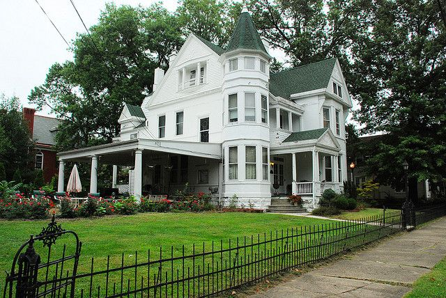 1170 best images about my favorite houses on pinterest for Victorian carport