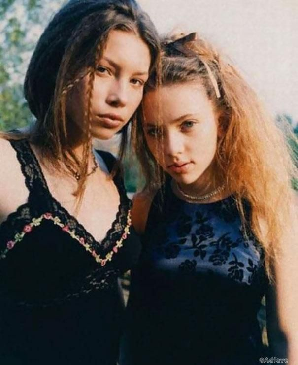 16-летняя Джессика Бил и 14-летняя Скарлетт Йоханссон, 1998 год