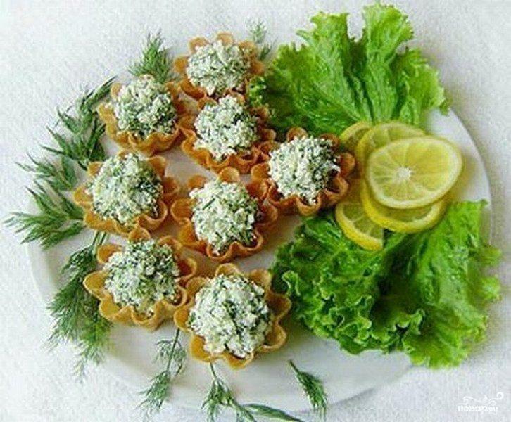 Салат из творога с чесноком