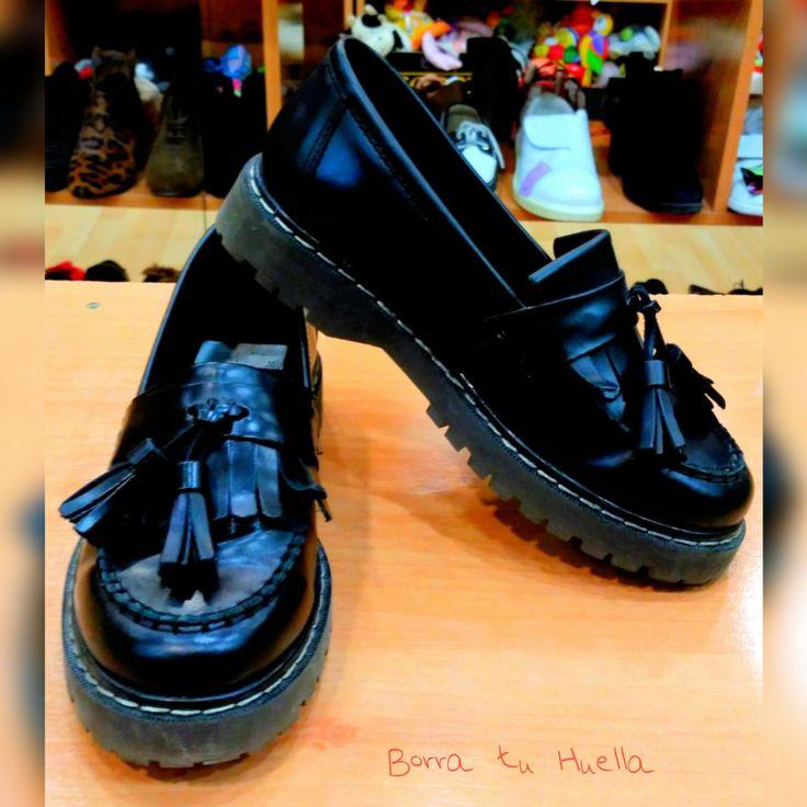 Zapatos negros con flecos
