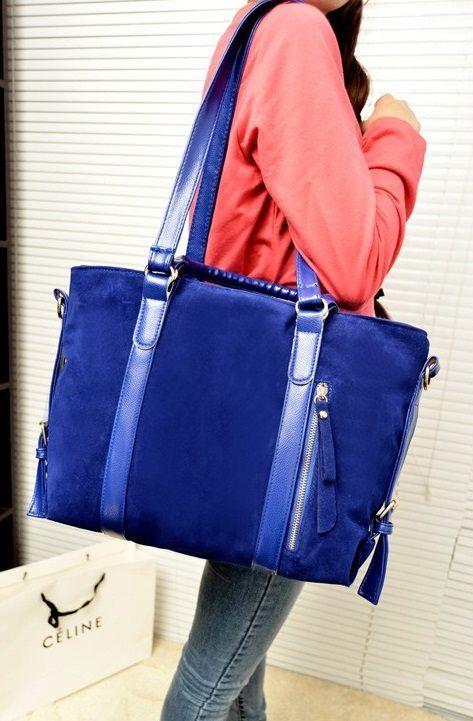 20219 Blue, IDR 155.000, Tinggi : 27 cm,  Lebar : 32 cm,  Tebal : 11 cm,  Cara Buka : Resleting,  Tali Panjang : Ada,  Bahan : PU+ Beludru, Berat : 1000 gram