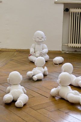 https://flic.kr/p/4xYxtC | Handmade | ... a crocheted baby is crocheting a baby watched by crocheted babies ...