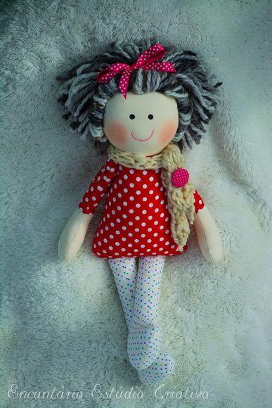 Boneca Betina, confeccionada em tricoline e tecido de algodão, enchimento em fibra siliconada e cabelinhos de lã. uma fofura de menina com 45 centímetros.