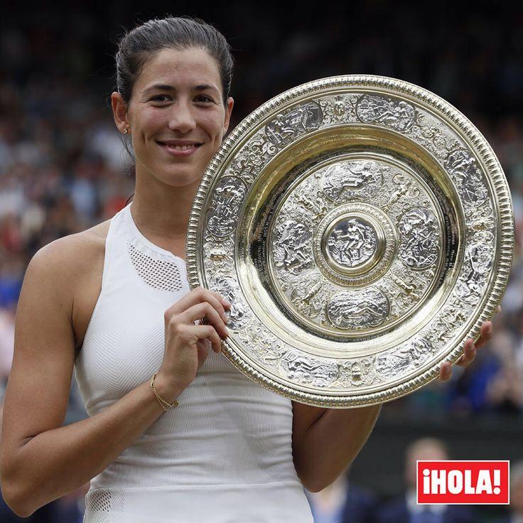 Garbiñe Muguruza hace historia y se convierte en la reina de Wimbledon. La española ha ganado a la estadounidense Venus Williams en un partido en el que el rey Juan Carlos la ha apoyado desde primera fila. ¡Enhorabuena campeona, @garbimuguruza ! #garbinemuguruza #wimbledon2017 #tenis