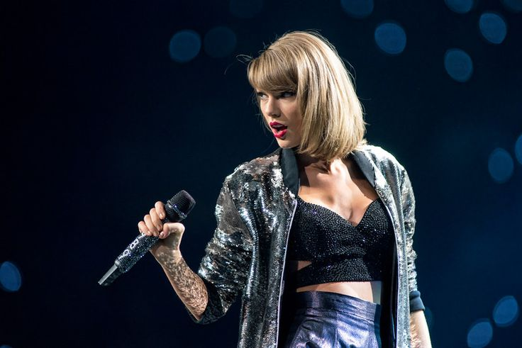 Taylor Swift at Scottrade Center St. Louis, Mo. September 29, 2015.  Photo by © Todd Morgan