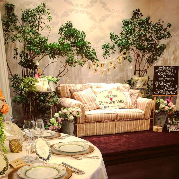 「邸宅内にあるフォトブース^_^ 今回のテーマは「箱庭の二人」 パーティー中は新郎新婦がゲストに囲まれて会話を楽しみながら写真を撮ってます(^o^)/ 次のテーマは何にしよう。  #セントグレースヴィラ #セントグレースヴィラ千葉 #千葉セントグレースヴィラ #セントグレース #高砂ソファ #高砂ソファー…」