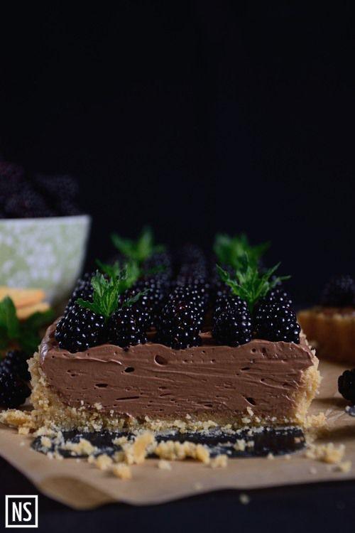 Nutka Słodyczy: Tarta na krakersach z kremem czekoladowym i jeżynami