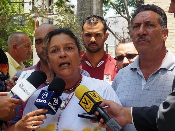 @Alvaro Uribe @Adiinson Niegan a padres Geraldine Moreno elexpediente a 52 días desu muerte pic.twitter.com/3y5xIcgiEn #DialogoPicheDeMaduro