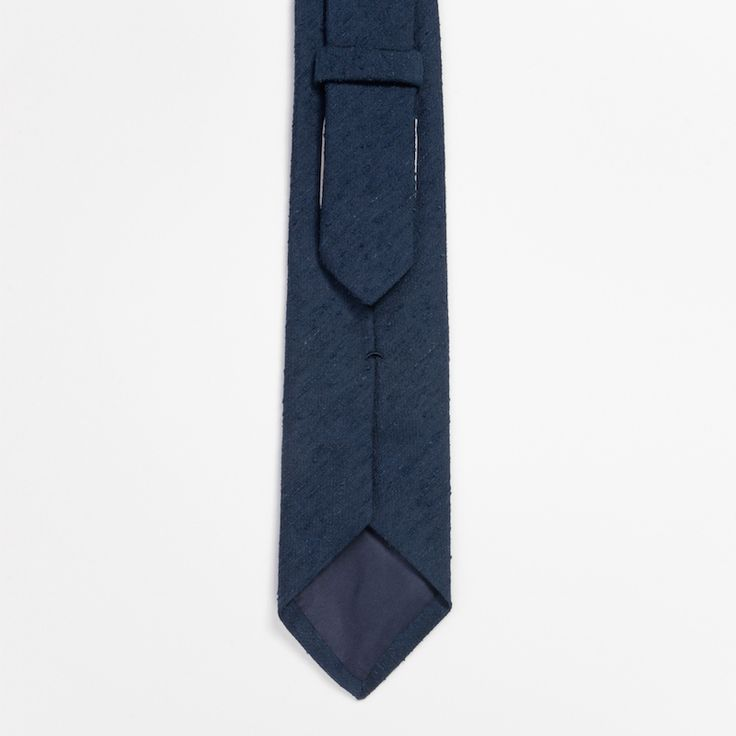 #cravate #bleu #blue #soie #shantung #madeinfrance #madeinitaly #luxe #menswear #mensfashion #atelierparticulier