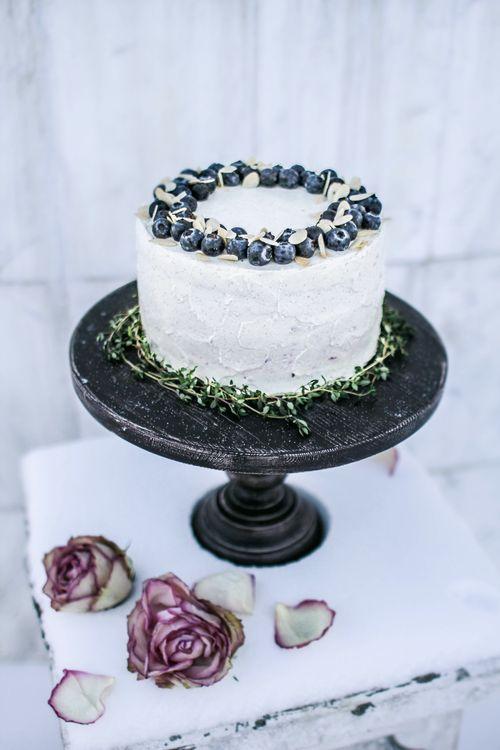 Диетический торт кокос-цуккини с лимонным курдом, чизкейком с голубикой и ванильным кремом