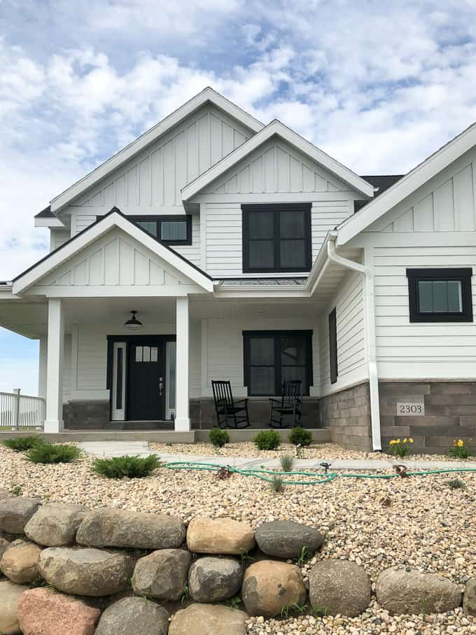 Modern Home Trends I M Loving White Exterior Houses Modern Farmhouse Exterior House Exterior