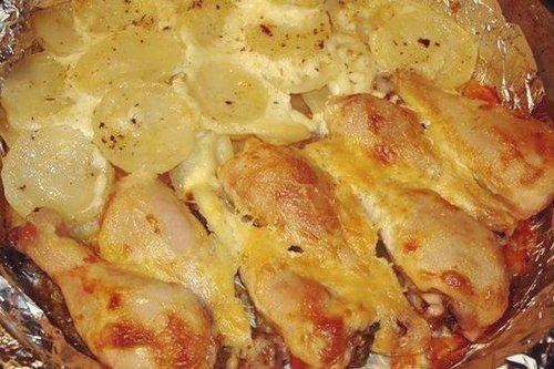 Куриные ножки, запеченные с картофелем в духовке