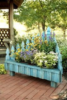 would love to make this like a corner bench idea picket fence planter so cute i love this other inexpensive planters too link has been fixed