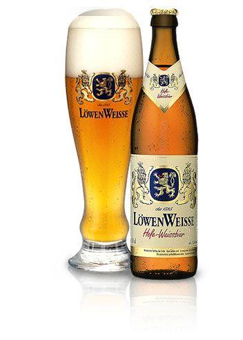 Löwenbräu Weisse - Unser Weissbier-Klassiker aus München. Erfrischend prickelnder Geschmack und mit feinster Hefe. Ein echtes Löwenbräu. Früher das alleinige Privileg der bayerischen Herzöge, ist das Weissbier heute die bayerische und die typische Münchner Bierspezialität. Unser Löwenbräu Weisse wird nach überlieferten Rezepten mit feinster, selbstgezüchteter Hefe gebraut und überzeugt durch seinen frischen, spritzigen Geschmack.