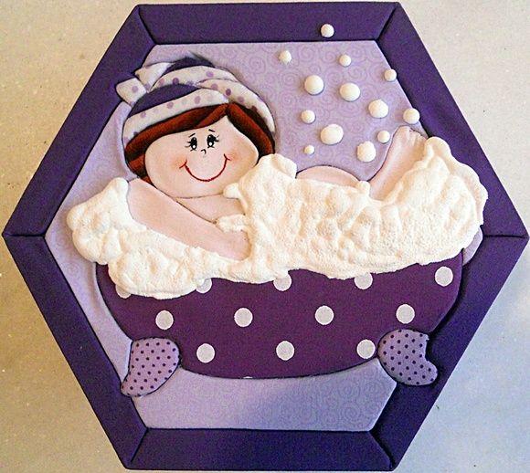 Caixa em MDF decorada com a técnica de patchwork embutido e totalmente revestida de tecido 100% algodão. Fazemos também em outras cores e tamanhos sob encomenda. R$ 35,00