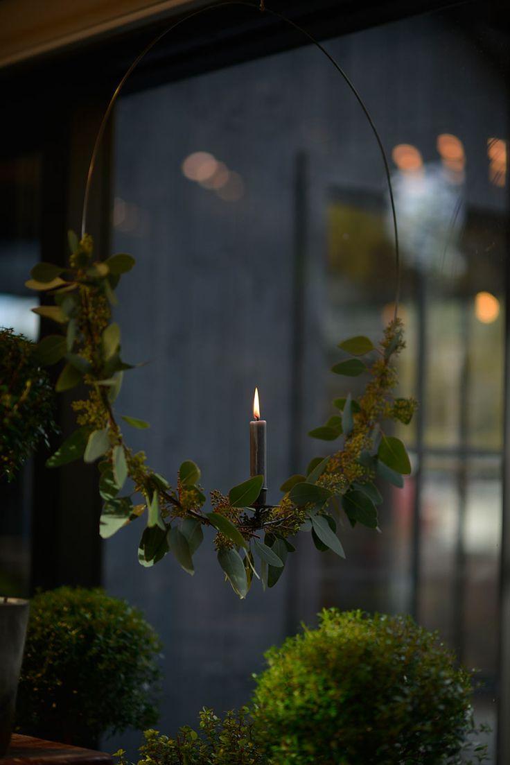 Ljus i vinterfönstret by Victoria Skoglund