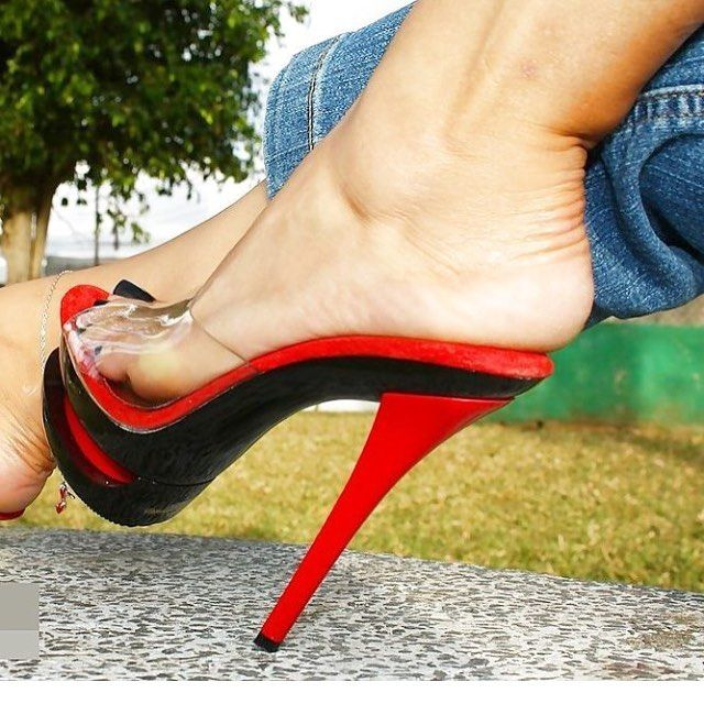 Merci @alexxnay for this pic!! A master piece!! High is beautiful #platform #platformshoes #heels #heels