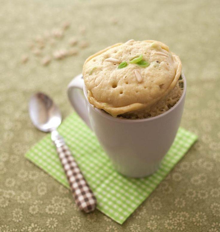 Mug cake aux poireaux et pignons de pin (micro-ondes) - Recette de cuisine Ôdélices