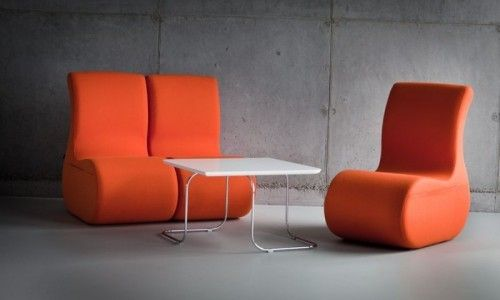 """SITI  to zestaw puf i stolików, który powstał aby wypełnić tzw. """"miękkie"""" przestrzeni do spotkań i szkoleń w mniej formalnej, ale kreatywnej i twórczej atmosferze.  SITAG krzesła i fotele biurowe, fotele obrotowe, krzesła konferencyjne, fotele gabinetowe"""