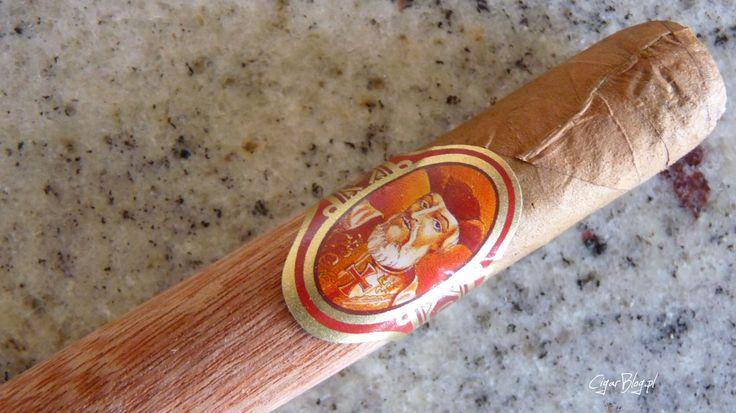 Vasco da Gama Claro #cygara #cigars #cigarblog #review Recenzja [2012]: http://bit.ly/1122313 Na prośbę jednego z użytkowników bloga, zdecydowałem się zrecenzować cygaro Vasco da Gama Claro, które kupiłem w dworcowym kiosku za 4 złote i 80 groszy…