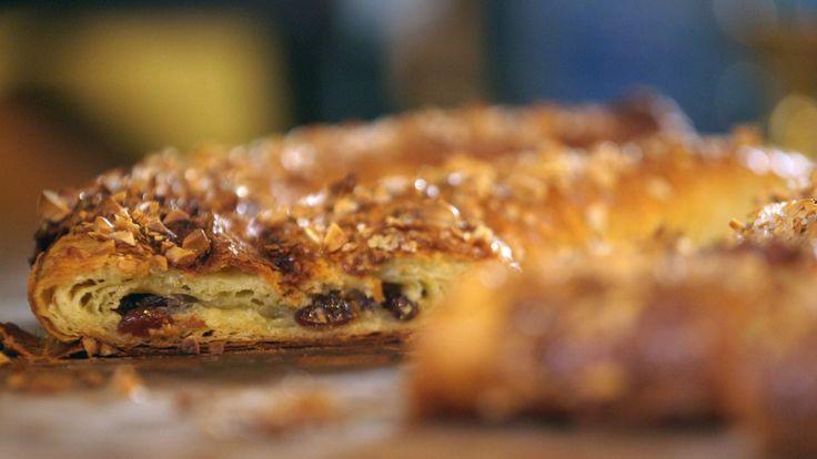 Brødrene Price lager kringle eller wienerbrød med hjemmelaget wienerdeig. Det blir 27 lag smør i deigen før de er fornøyde. Fyllet lager de av marsipan, sukker og smør. Kringlen smaker fantastisk og er perfekt til kaffebordet.