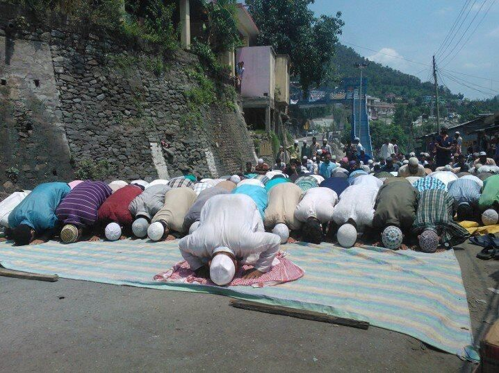 People offering Zuhr Prayers on National Highway as a protest against the Gool Ramban killings.