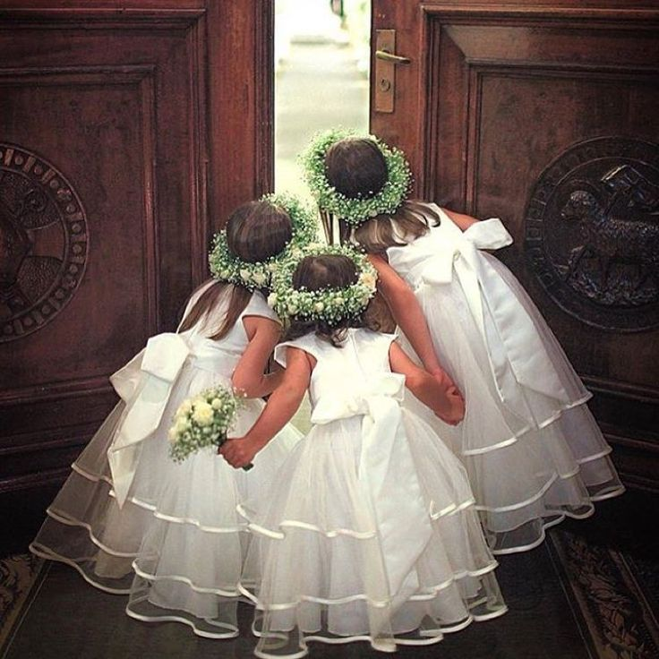 THE CUTEST MOMENT✨✨ #flowergirls via @weddingofdreams by @ricardoharafotografia