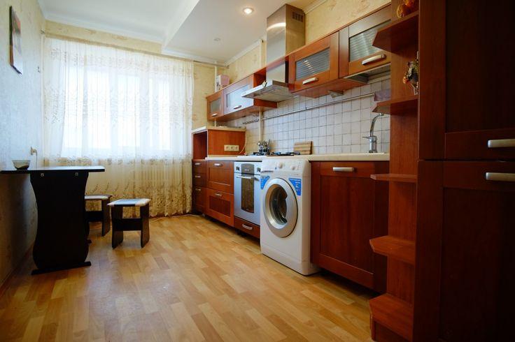 Предлагаем для долгосрочной аренды в Ставрополе  3 - комнатная квартира по адресу Пирогова 64/4, 35 школа , ремонт современный,встроенная кухня, шкаф-купе, 2-х спальная кровать, мягкая мебель, б/у хорошая, общей площадью 67.2 кв.м, дом Панель, Центральное отопление, Газ-плита, наличие бытовой техники - стиральная машина (+), холодильник (+), телевизор (-),парковка стихийная, номер объявления - 35285, агентствонедвижимости Апельсин. Услуги агента только по факту заключения…
