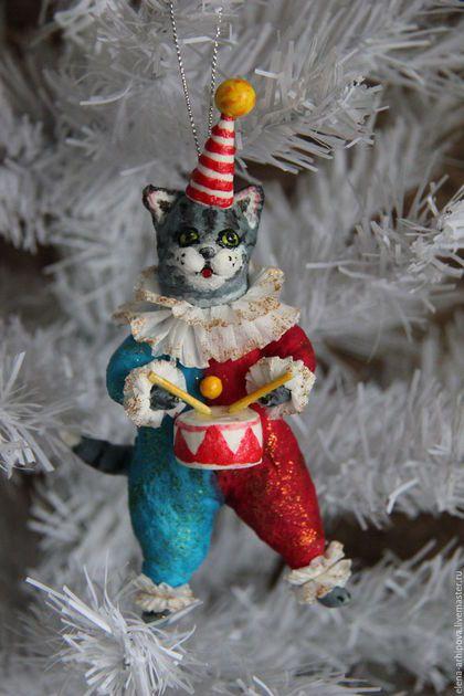 """Игрушки животные, ручной работы. Ярмарка Мастеров - ручная работа. Купить Авторская ёлочная игрушка из ваты """"Котик-барабанщик"""".. Handmade."""