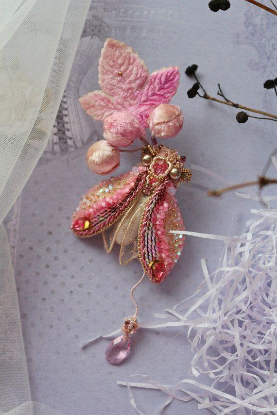 Брошь Цикада розовая на бархатной винтажной веточке. by Zukabrooch