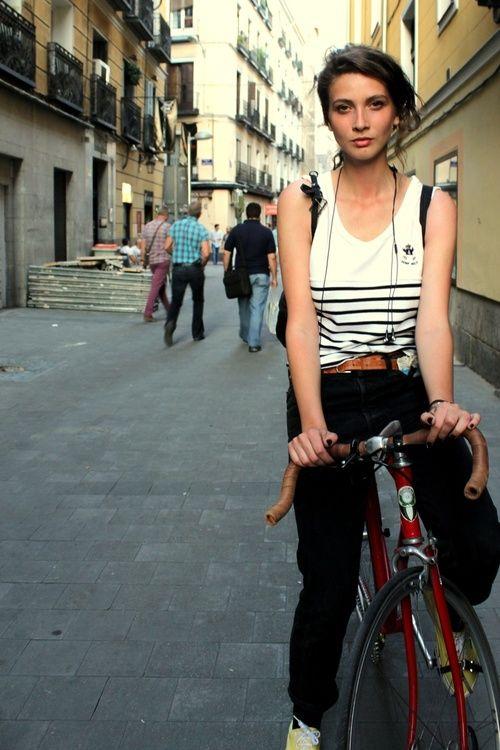 Urban Cycle Chic! Bicycles Love Girls. http://bicycleslovegirls.tumblr.com/