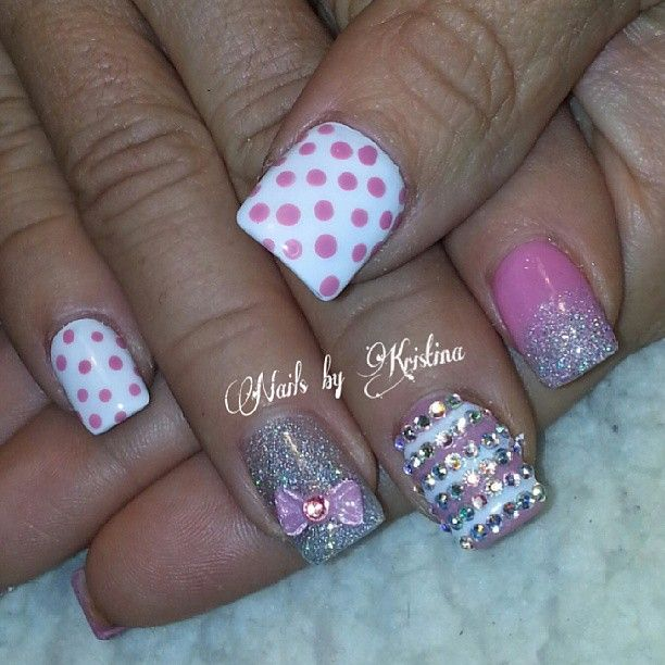 i love the pink & white stripes W/ the glitter and the little sparkling stones <3