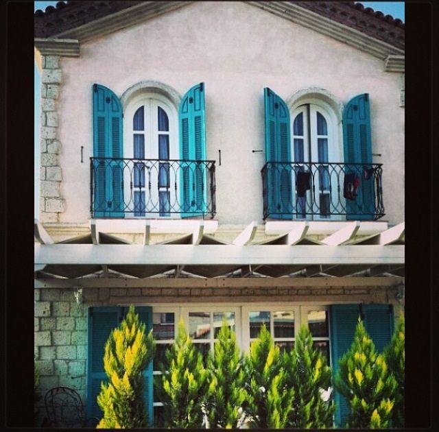 Bodrum Evleri ve O harika Ahşap Kapı ve Pencereleri