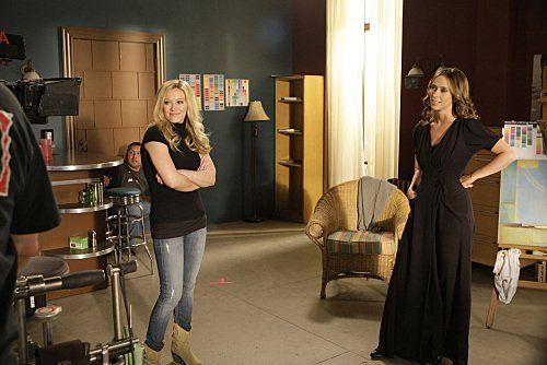 Still of Jennifer Love Hewitt and Hilary Duff in Ghost Whisperer (2005)