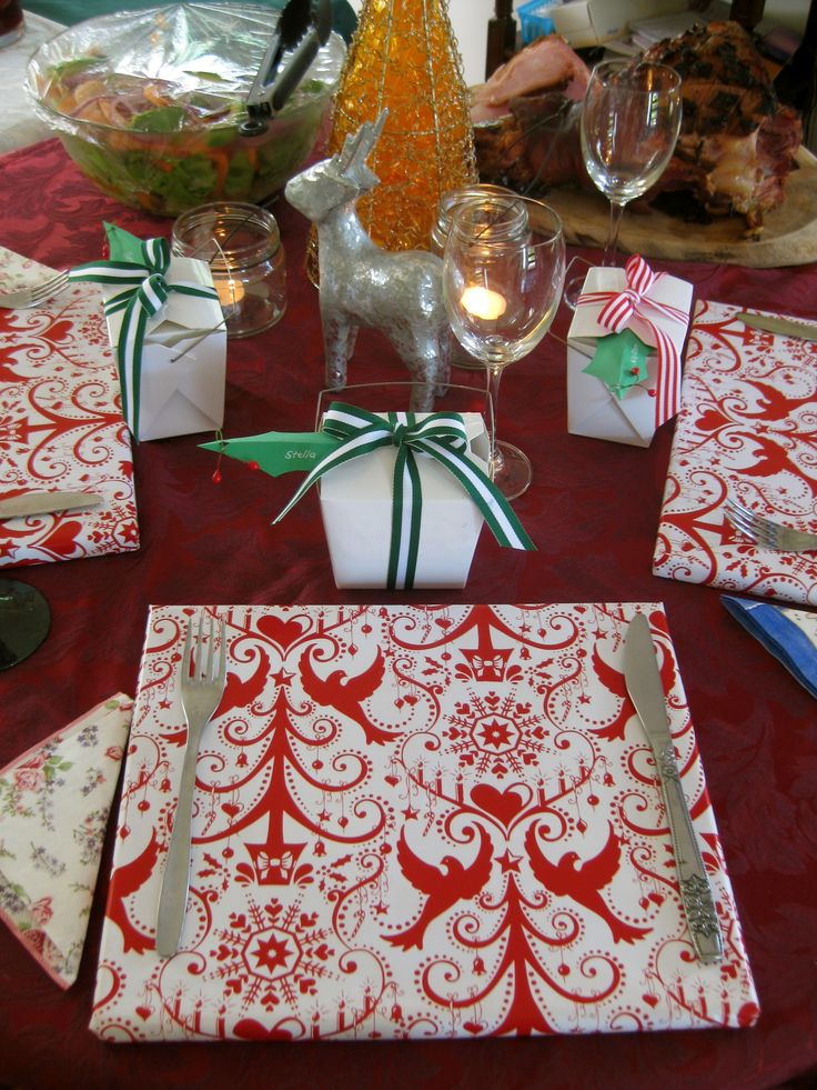 Table Settings with a Difference... Christmas table settings | Christmas place cards and gift boxes instead of crackers | DIY inspiration