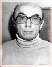 Edip Cansever'in bir fotoğrafı-Edip Cansever (8 Ağustos 1928 - 28 Mayıs 1986), Türk şair.  8 Ağustos 1928'de İstanbul'da doğdu. İstanbul Erkek Lisesi'ni bitirdi. Kapalıçarşı'da turistik eşya ve halı ticareti yapmaya başladı. 1976'dan sonra yalnızca şiirle uğraştı. Bodrum'da tatildeyken beyin kanaması geçirdi, tedavi için getirildiği İstanbul'da 28 Mayıs 1986'da yaşamını yitirdi.