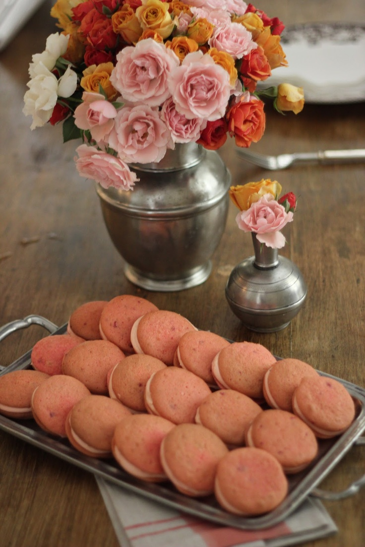 Jenny Steffens Hobick: Strawberry Whoopie Pies with Cream Cheese Icing | Whoopie Pies from a Cake Mix